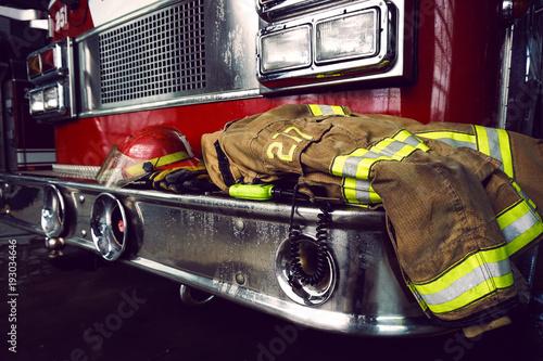 Ochrona strażaka odziać i hełm