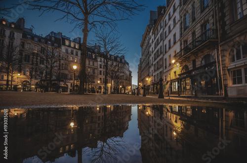 Staande foto Parijs Paris dans une flaque