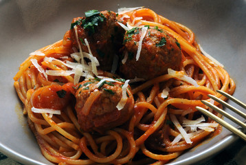 Spaghetti e polpette Pasta with meatballs ミートボール入りスパゲッティ Cucina italiana aux boulettes de viande Italian cuisine z klopsikami mit Fleischbällchen спагетти с фрикадельками イタリア料理 итальянская кухня