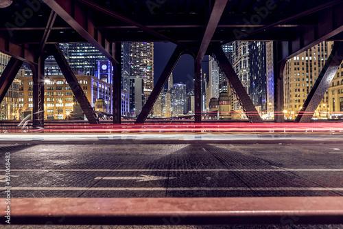 Fotobehang Chicago The light trails on the Bridge in Chicago
