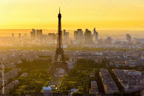 Staande foto Parijs Skyline of Paris with Eiffel Tower at sunset in Paris, France