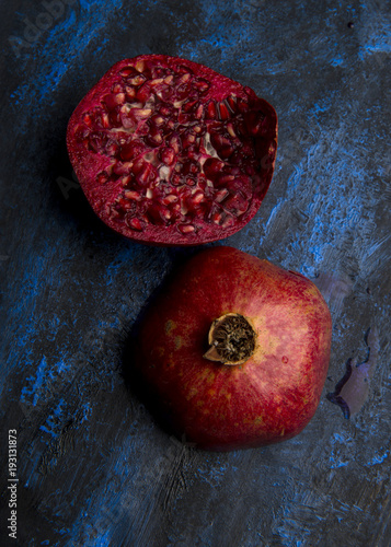 Foto Murales Open pomegranate with seeds