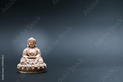 Staande foto Boeddha Meditation buddha statue on grey background
