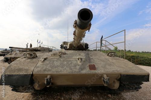Stary sprzęt wojskowy i broń znajdują się w muzeum armii w Izraelu