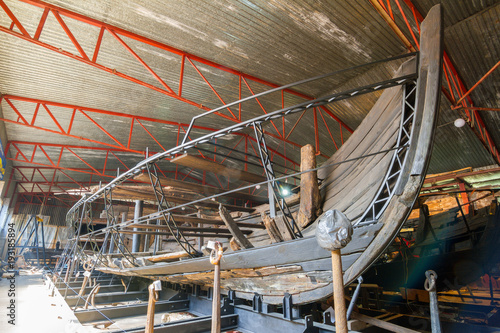 Keuken foto achterwand Schip Old wooden boat being restored
