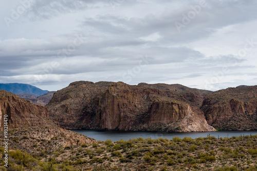 Fotobehang Arizona Canyon Lake in the Superstition Mountain range of Arizona.