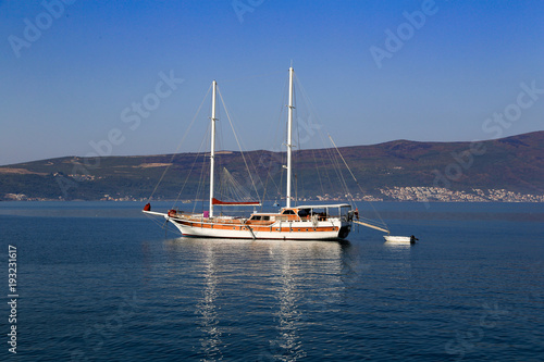 Fotobehang Zeilen Sailing yacht with lowered sails