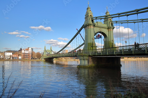 Papiers peints Londres Hammersmith Bridge over the river Thames in the borough of Hammersmith and Fulham, London, UK