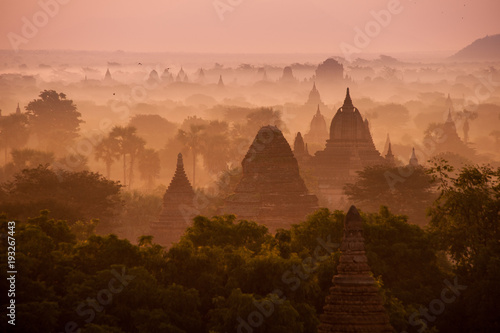 Fotobehang Zalm sunrise in Bagan - Myanmar