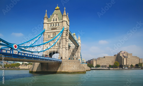Keuken foto achterwand Londen Famous London Tower Bridge over the River Thames on a sunny day
