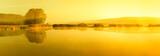 Stiller See bei Sonnenaufgang mit Nebelschwaden - 193336832