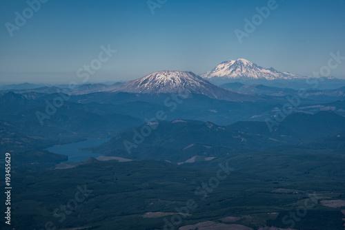 Aluminium Nachtblauw Aerial view of cascade mountains