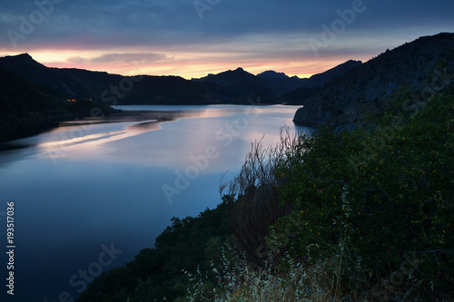 Fotobehang Bergrivier Summer mountains landscape with lake in sunset