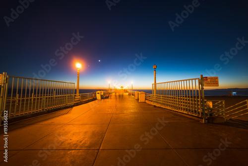 Tuinposter Herfst Manhattan Beach pier at night