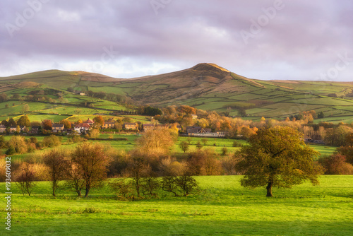 Foto op Canvas Purper House on hill,Peak district UK