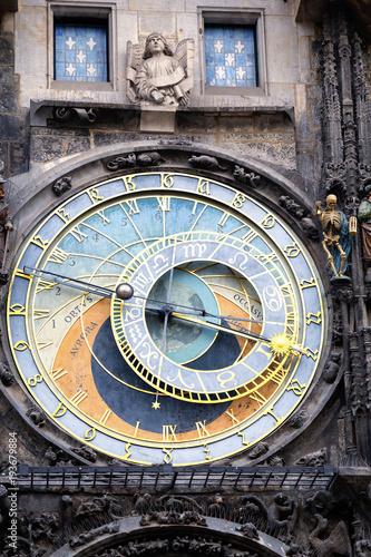 Tuinposter Praag Astronomical Prague clock at old town square