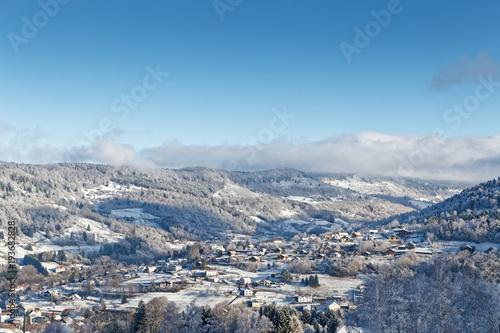 Papiers peints Bleu ciel Village des Vosges en hiver