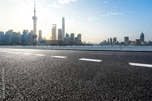 Aluminium Shanghai empty road with modern office building
