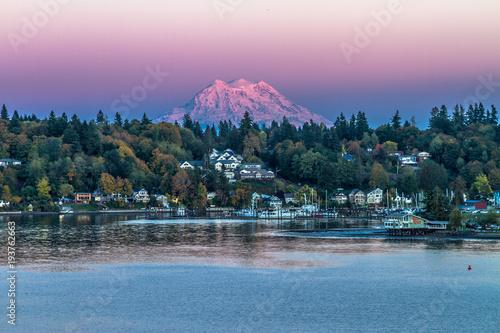 Foto op Aluminium Blauwe jeans Sunset over Mt. Rainier