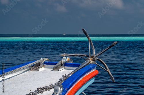 Aluminium Schip ship anchor on ocean background