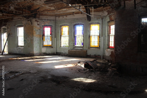 Poster Oude verlaten gebouwen Stained glass windows in abandoned building