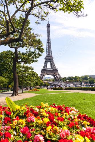 Fotobehang Eiffeltoren The Eiffel tower as seen from the Trocadero, across the Seine River