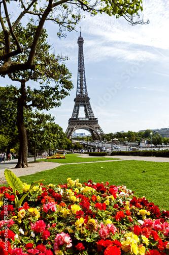 Foto op Canvas Eiffeltoren The Eiffel tower as seen from the Trocadero, across the Seine River
