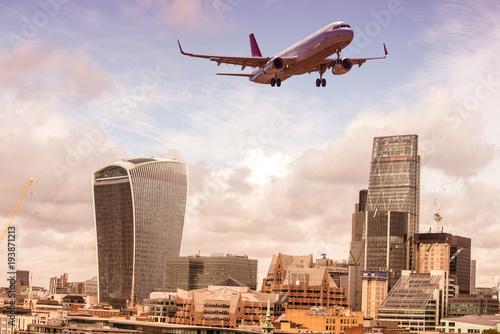 Papiers peints London Airplane over London