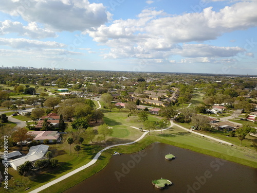 Aluminium Bleke violet Golfing community pond townhomes