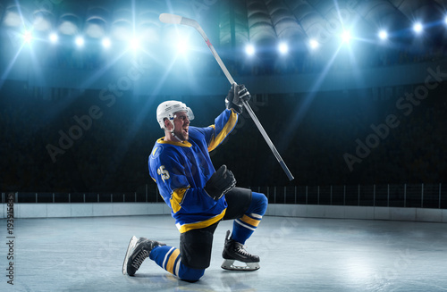 ice-hockey-players-on-the-grand-ice-arena