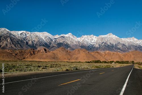 Papiers peints Route 66 The Panamint Range high mountains shaping western wall of Death Valley desert, snow on the peaks, the highway in California nature, USA, road trip scenery view