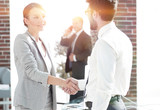 welcome and handshake business partners - 194000890