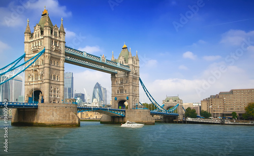 Deurstickers Londen Famous London Tower Bridge over the River Thames on a sunny