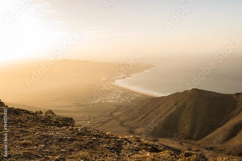 Aluminium Beige Panorama di Lanzarote al tramonto (isole Canarie)