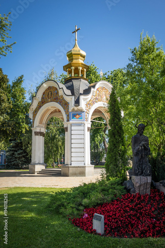 Fotobehang Kiev Kiev Monastery courtyard