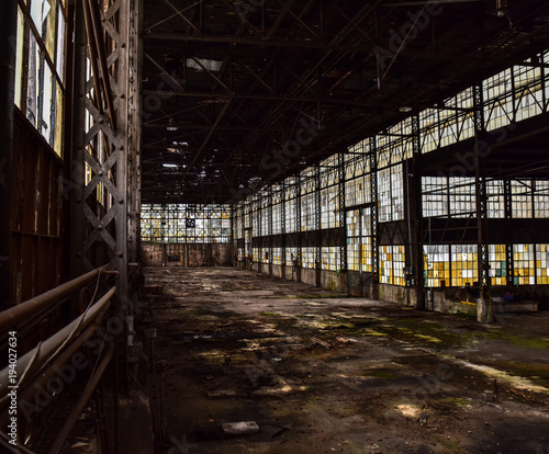 Poster Oude verlaten gebouwen Broken windows in abandoned warehouse industrial space