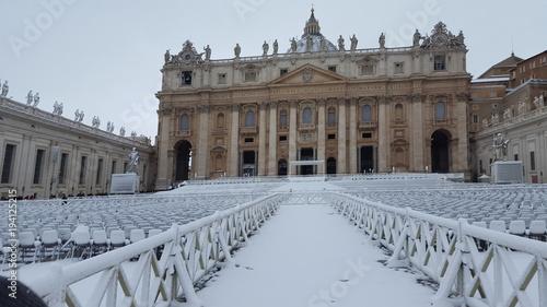 Rome Basilica di San Pietro innevata - Roma