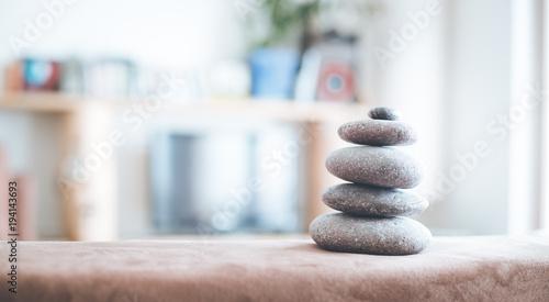 Leinwanddruck Bild Steinmännchen in Wohnzimmer, Feng Shui, Breitbild