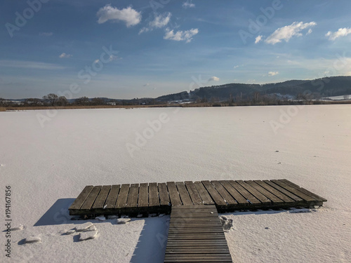 Fotobehang Pier Breitunger See im Wintermärchen