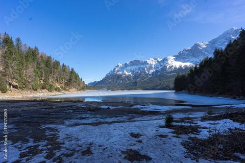 Keuken foto achterwand Bergen Eibsee Zugspitznassiv Bergsee Bayern