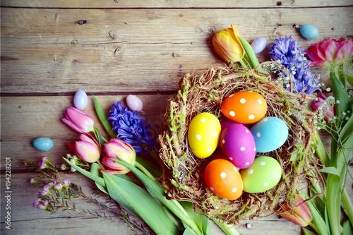 Leinwanddruck Bild Ostern - Nest mit Eiern auf Holz - Vintage