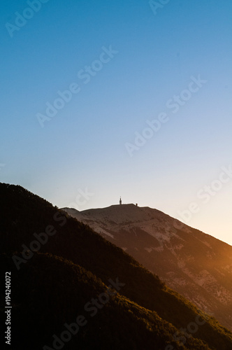 Fotobehang Blauwe jeans Vue sur le sommet du Mont Ventoux