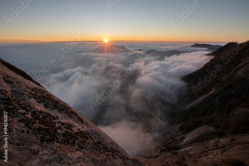 Aluminium Zwart Fog,sun,sunlight,sunset,sequoia national park, morro rock,clouds, above clouds, rock, stones,wonderful, beautiful, wonderful view,beautiful view