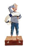 Kind als Matrose verkleidet hält Ausschau - 194246241