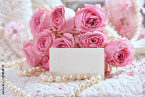 Fototapeta bunch of pink roses with blank card for greeting text