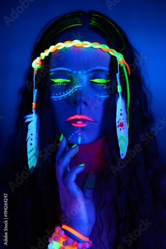 Neon hippie girl - 194264247