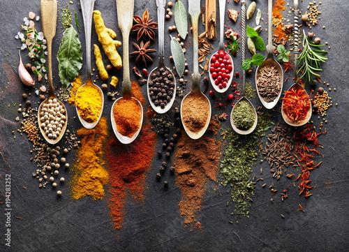 Fototapety, obrazy : Spices on black board