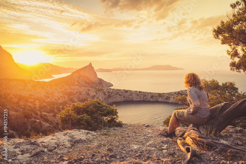 Tuinposter Beige Girl tourist admiring the beautiful sunset