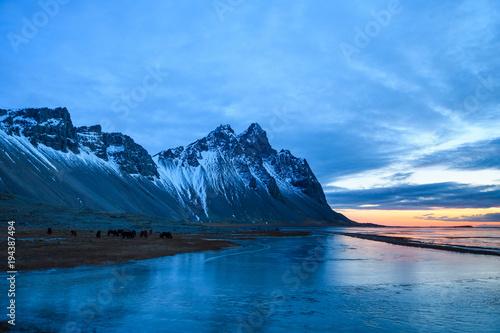niesamowity dziki krajobraz stokksnes, islandia