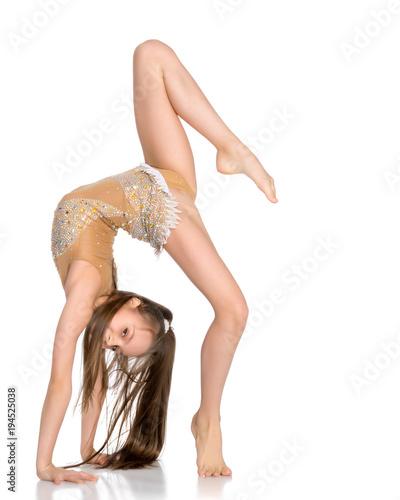 Aluminium Fitness The gymnast perform an acrobatic element on the floor.